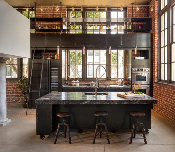 Aqui uma outra cozinha típica do estilo com a presença de uma ilha, parede de tijolinho e uma iluminação super charmosa que trouxe muita beleza ao local.