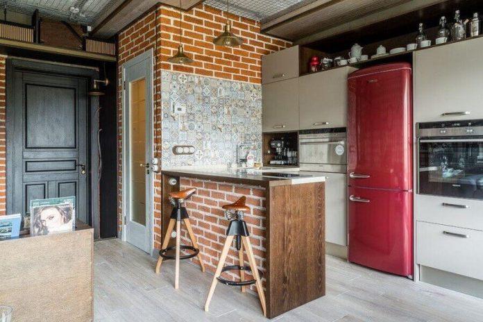 cozinha revestida com um ar rústico e com uma decoração bem aberta no estilo industrial
