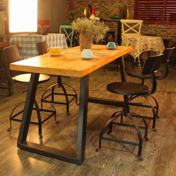 mesa que mescla o uso do ferro e madeira trazendo mais delicadeza ao estilo, esse tipo de mesa fica bem em vários ambientes