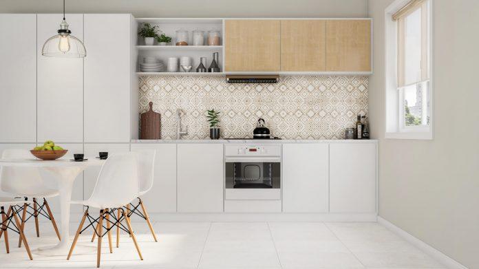 Aqui um exemplo do uso do revestimento com nuances de cores que valorizou bem o local e o deixou ainda mais charmoso, veja que essa decoração chama a atenção para a parede com revestimento hexagonal.  imagem